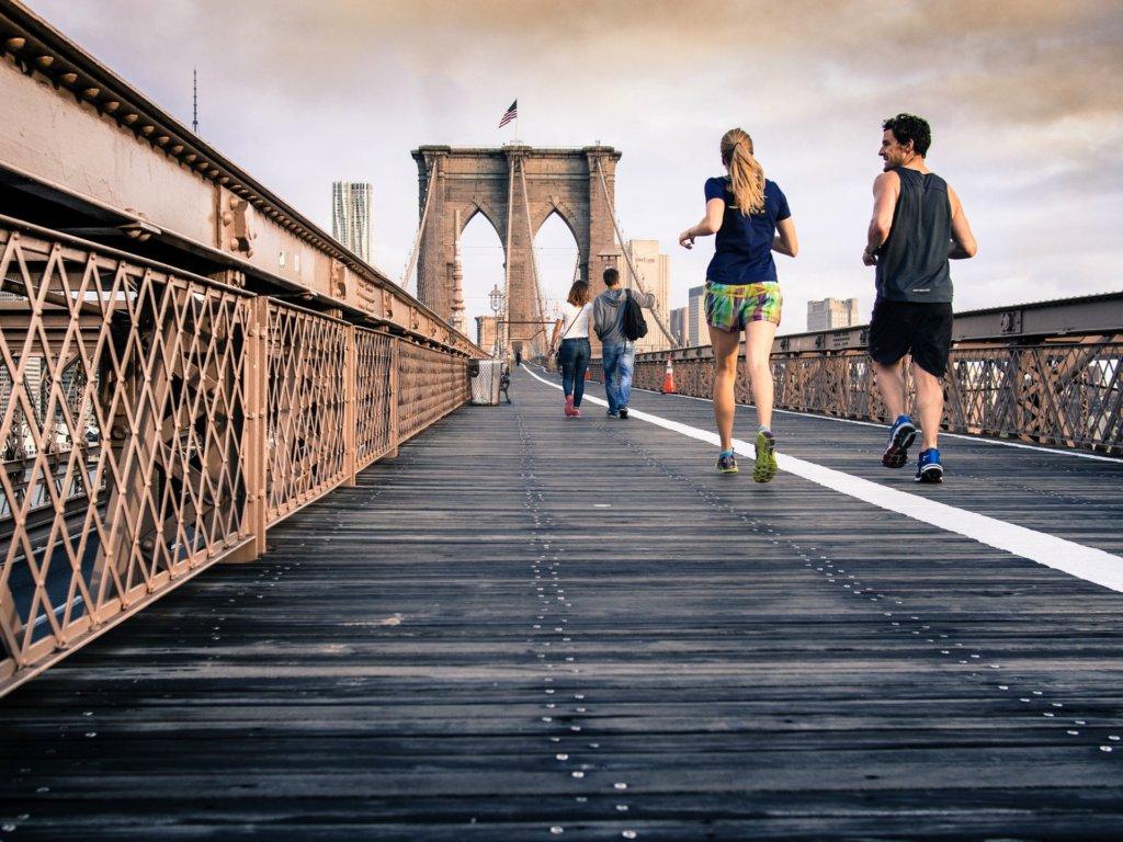 世界を動かすCEOたちは、まず早起きをして自分の体を動かしている(Frickr)