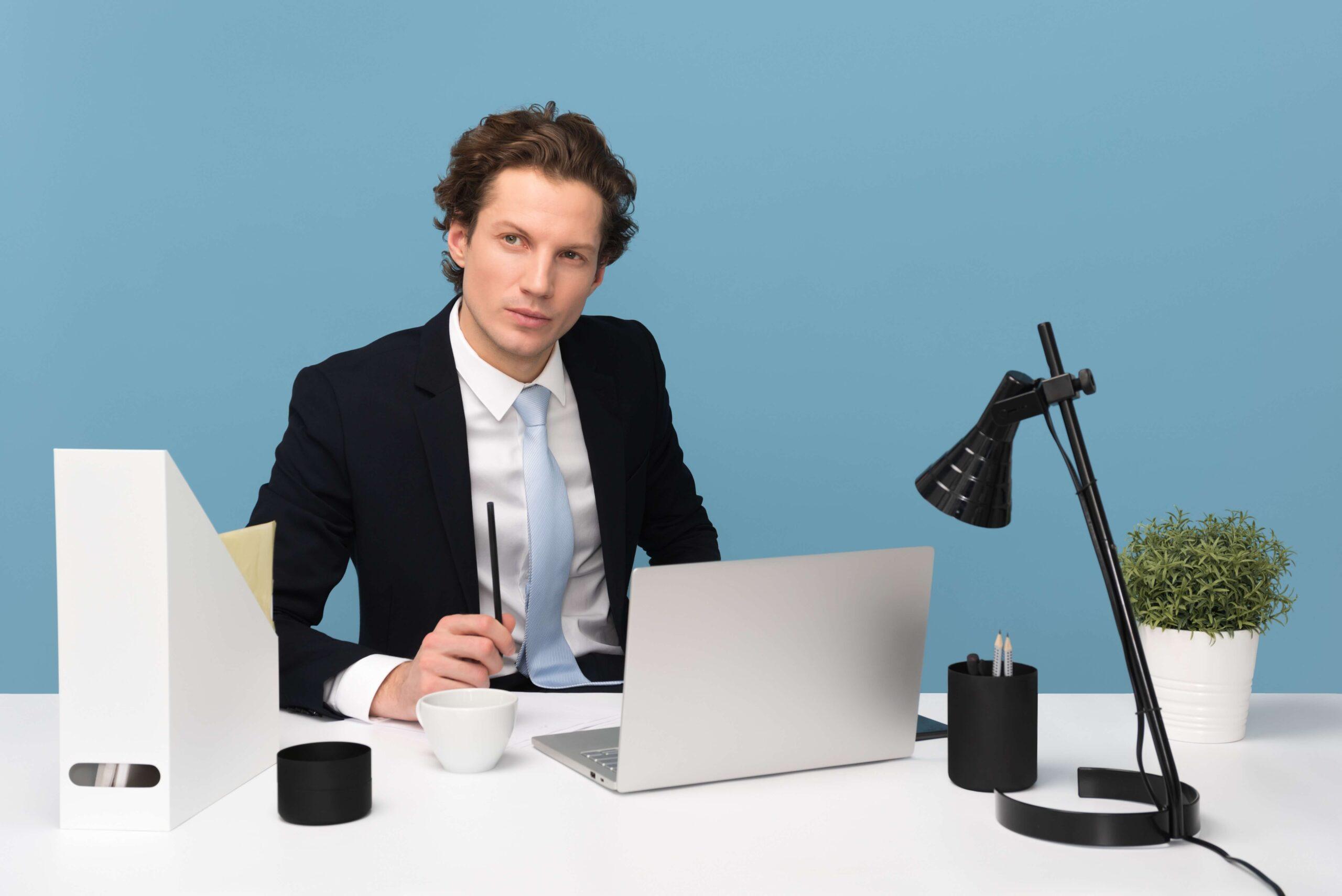 20代のビジネスマンが自己投資をすべき理由